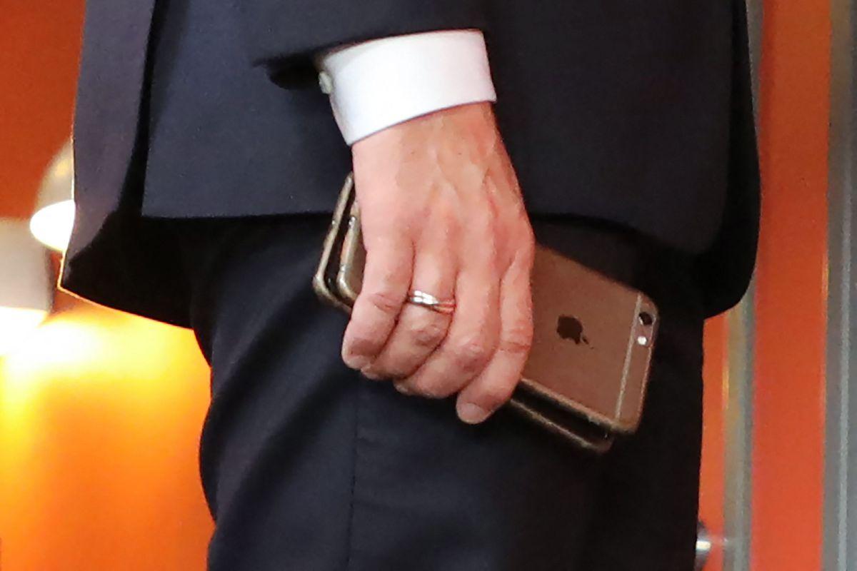 Pegado a dispositivos móviles, vulnerable al espionaje  Internacional
