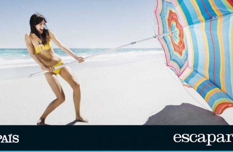 Relájese bajo la sombrilla de playa a prueba de viento más vendida de Amazon, con varillas flexibles y protector solar elevado    Escaparate