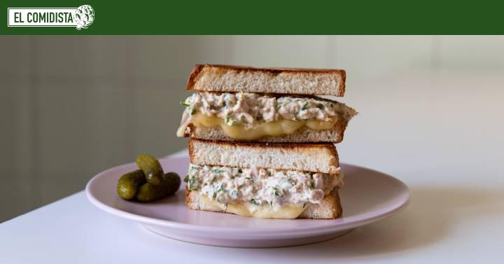 Sándwich de atún y queso derretido (atún derretido)