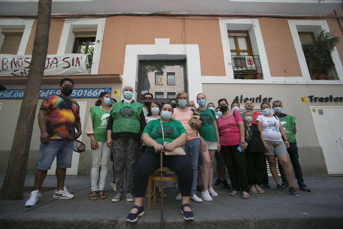 Sareb desaloja a 17 familias con arrendamiento de edificio en Argansuela  Madrid