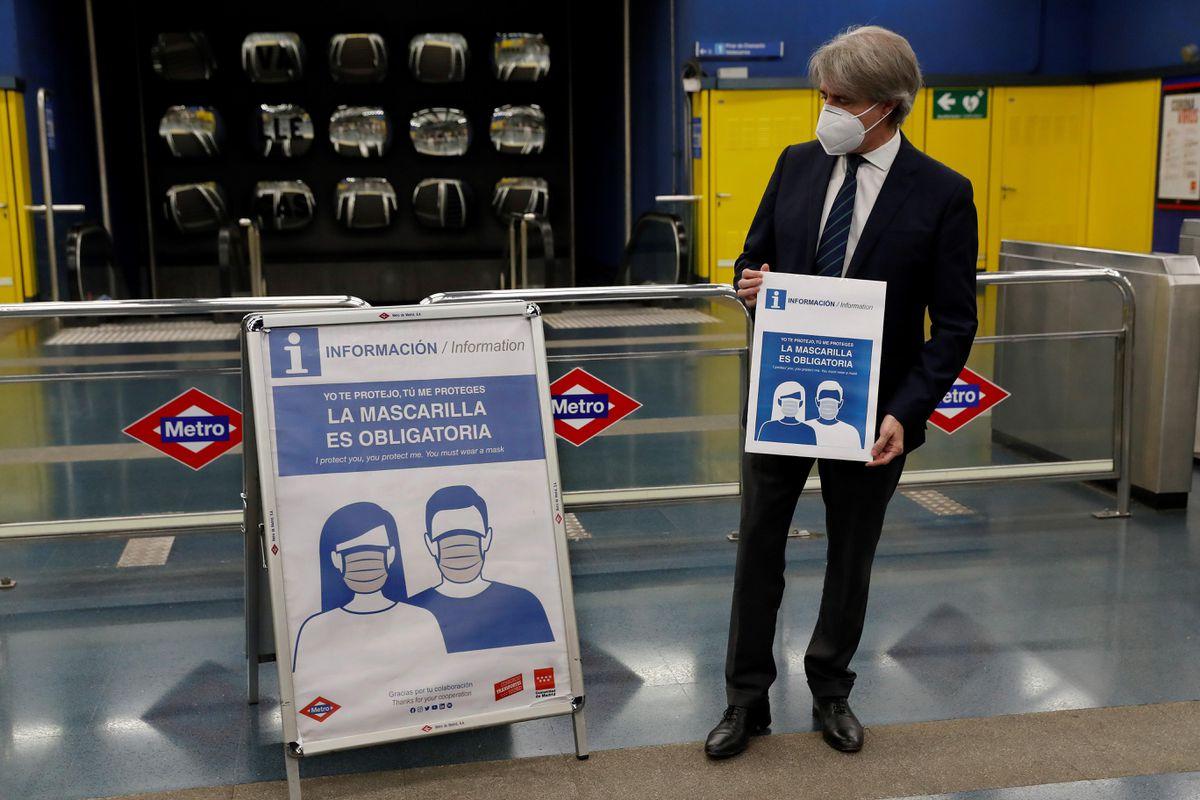Un hombre golpea un baño en el metro de Madrid porque le pidió que se pusiera una máscara  Madrid