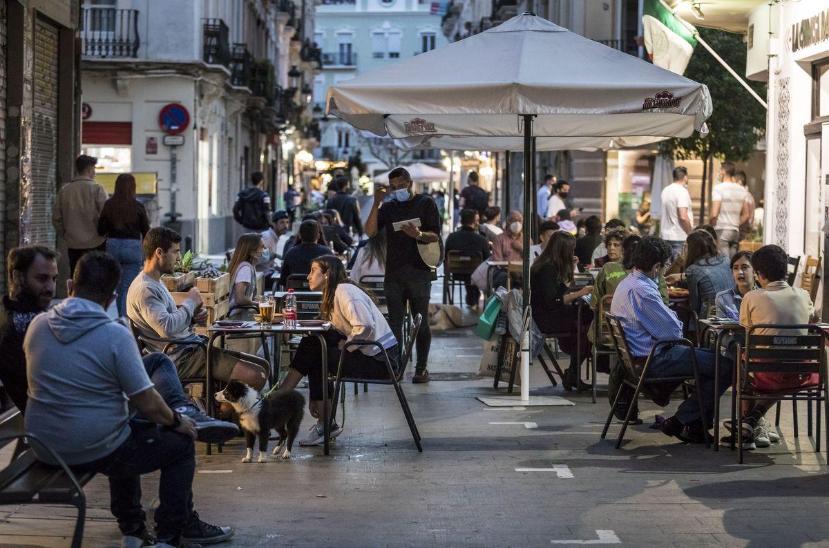 Uno de cada seis españoles ya vive bajo toque de queda  Comunidad