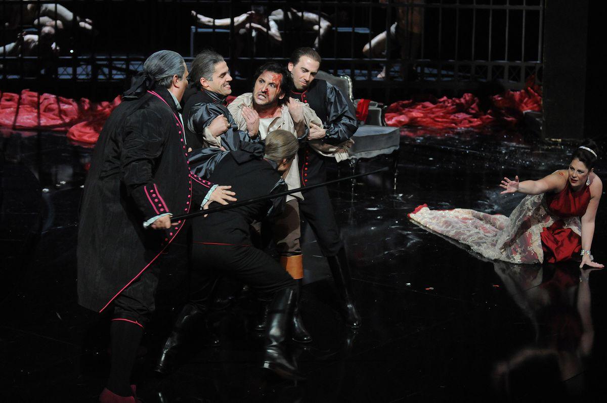 """Video  Primer vistazo entre bastidores de """"Tosca"""" en el Teatro Real  Cultura"""