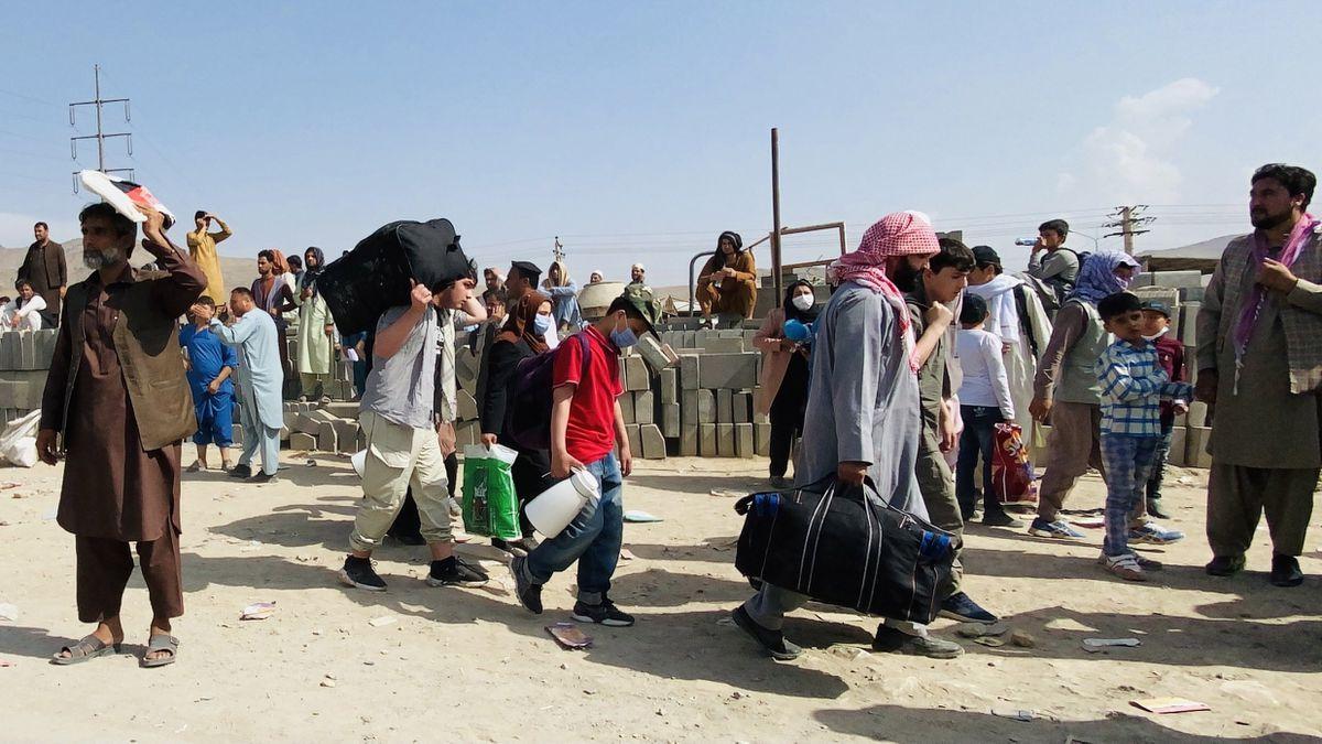 Afganistán: Gran obstáculo para que la evacuación de Kabul llegue al aeropuerto: los talibanes bloquean el camino a los afganos |  Internacional