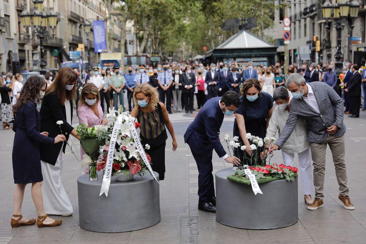 Barcelona rinde homenaje a las víctimas del cuarto aniversario del atentado de las Ramblas  Cataluña