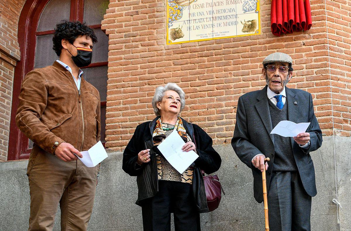 Cómo una teja en Las Ventas puede hacer las delicias de un gran taurino (César Palacios) |  Cultura