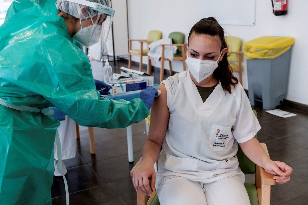 Covid-19: a los residentes les resulta imposible reubicar a sus trabajadores no vacunados para proteger a los ancianos