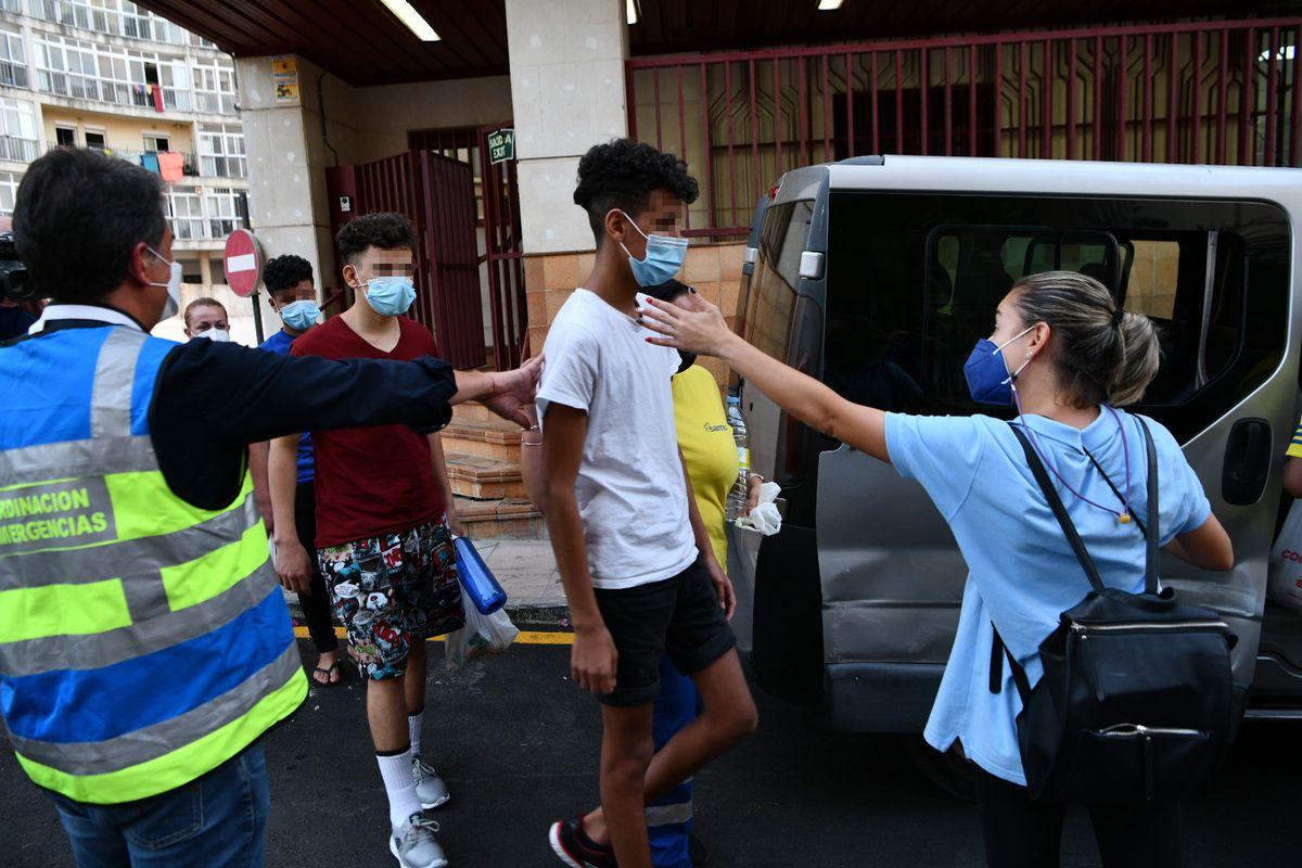 El Gobierno de Ceuta admite la devolución de menores sin realizar denuncias individuales, aunque así lo exige la ley |  España