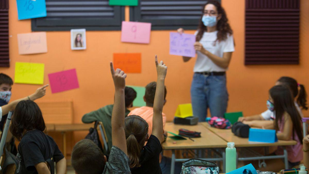 El año escolar costará una media de 1890 euros por niño.  Educación
