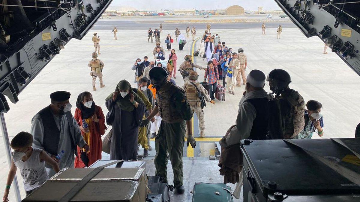 El avión militar español sale de Kabul con los primeros evacuados  España