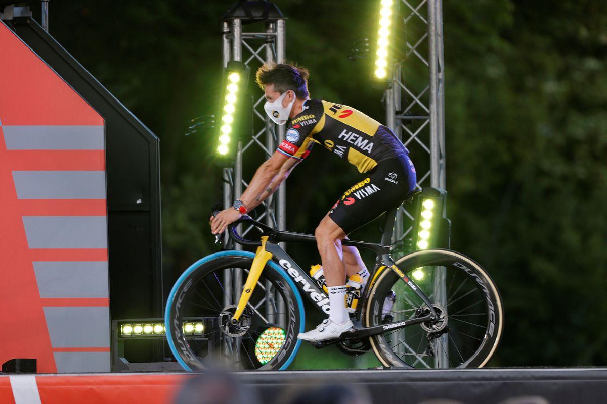 El campeón Roglic arranca la Vuelta en rojo  deporte