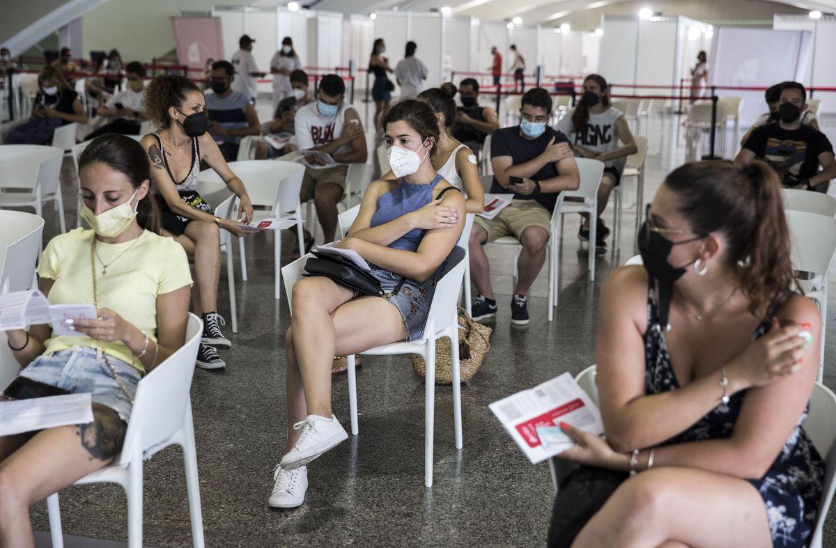 El gobierno valenciano espera compensar el déficit de vacunas en medio millón de dosis la semana que viene |  Valencia