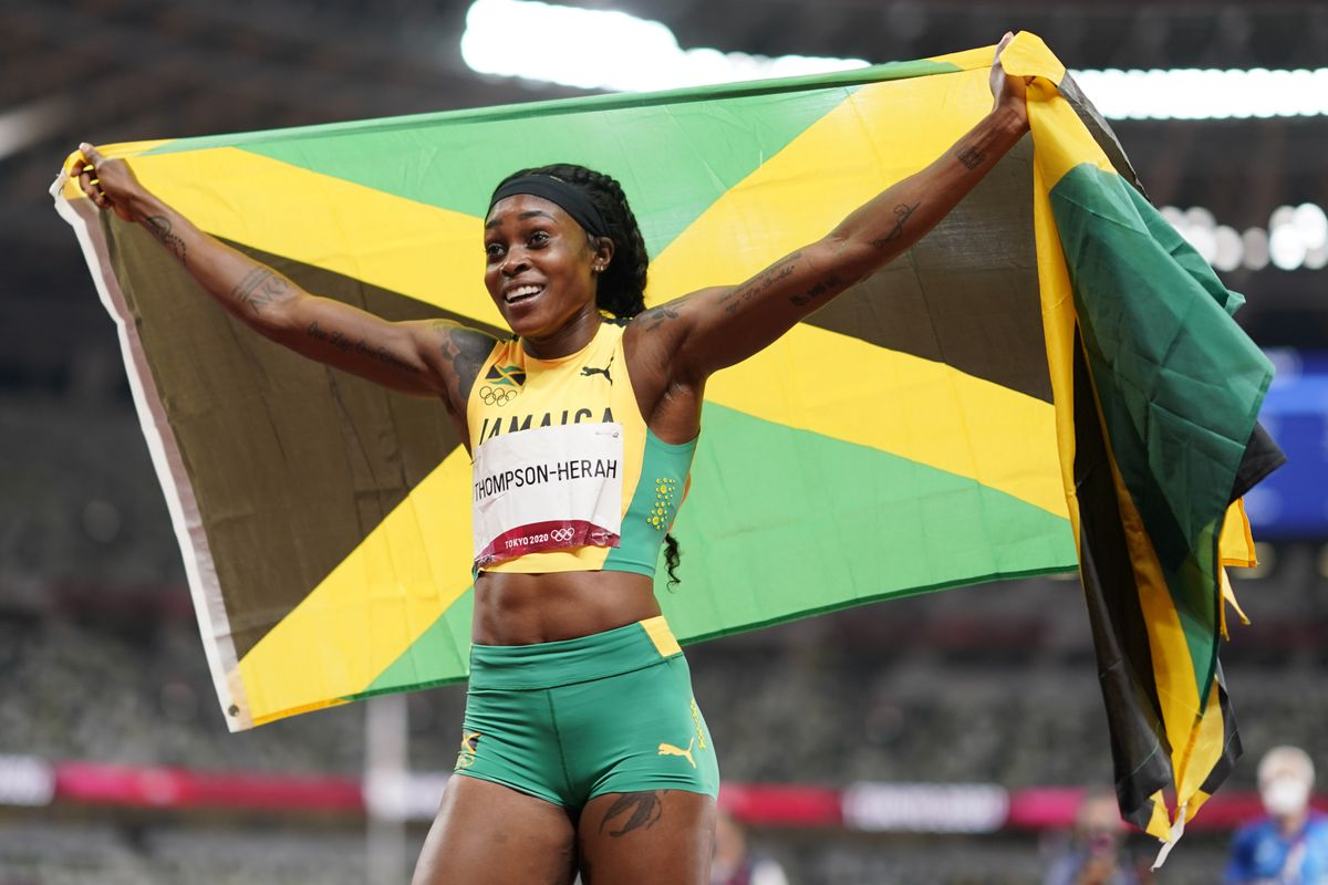 Elaine Thompson es la reina de la noche en el estadio  Juegos Olímpicos 2021