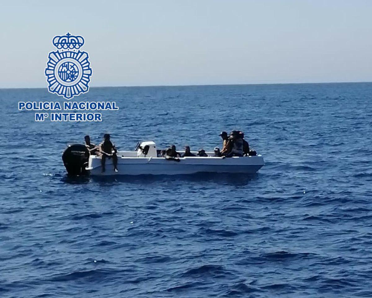 Inmigración: Dos jóvenes detenidos por dirigir un barco desde Argelia a la costa de Almería    España