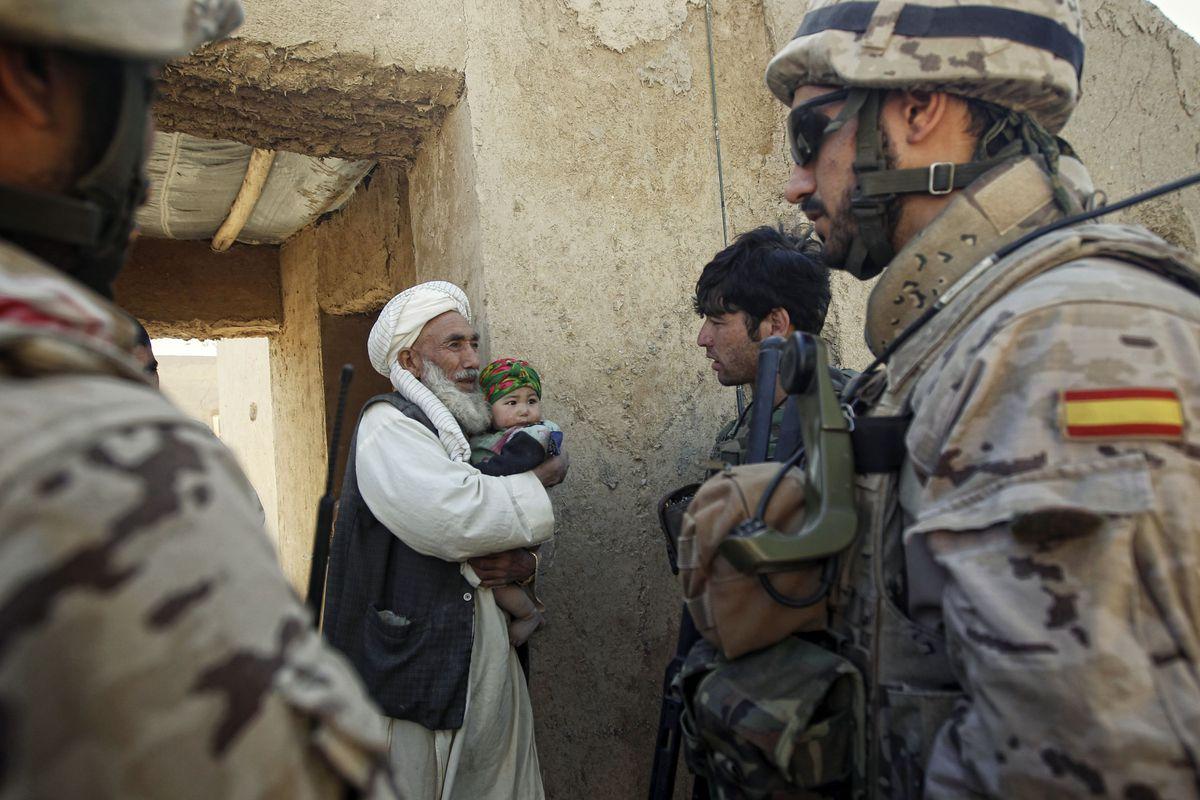 Interior y CNI reflejan las demandas de los cerca de 100 afganos que acogerá España para evitar infiltrados |  España
