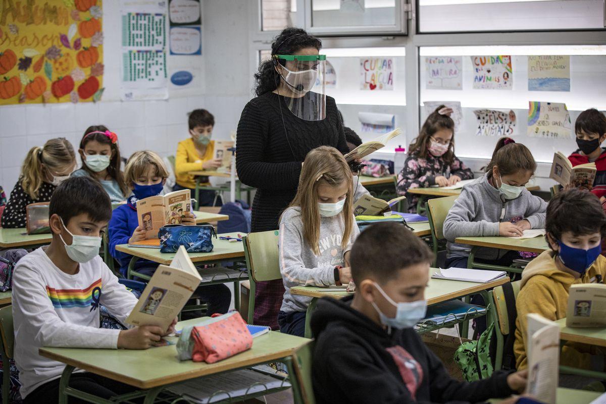 Las Comunidades Autónomas anuncian la contratación de 25.000 profesores con apoyo con grandes diferencias regionales  Educación