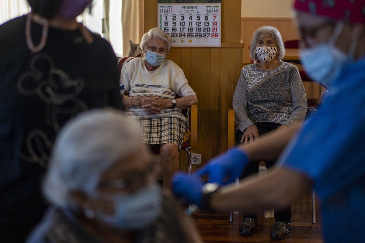 Los casos de COVID comienzan a enviarse a hogares de ancianos, pero la mortalidad sigue aumentando  Comunidad