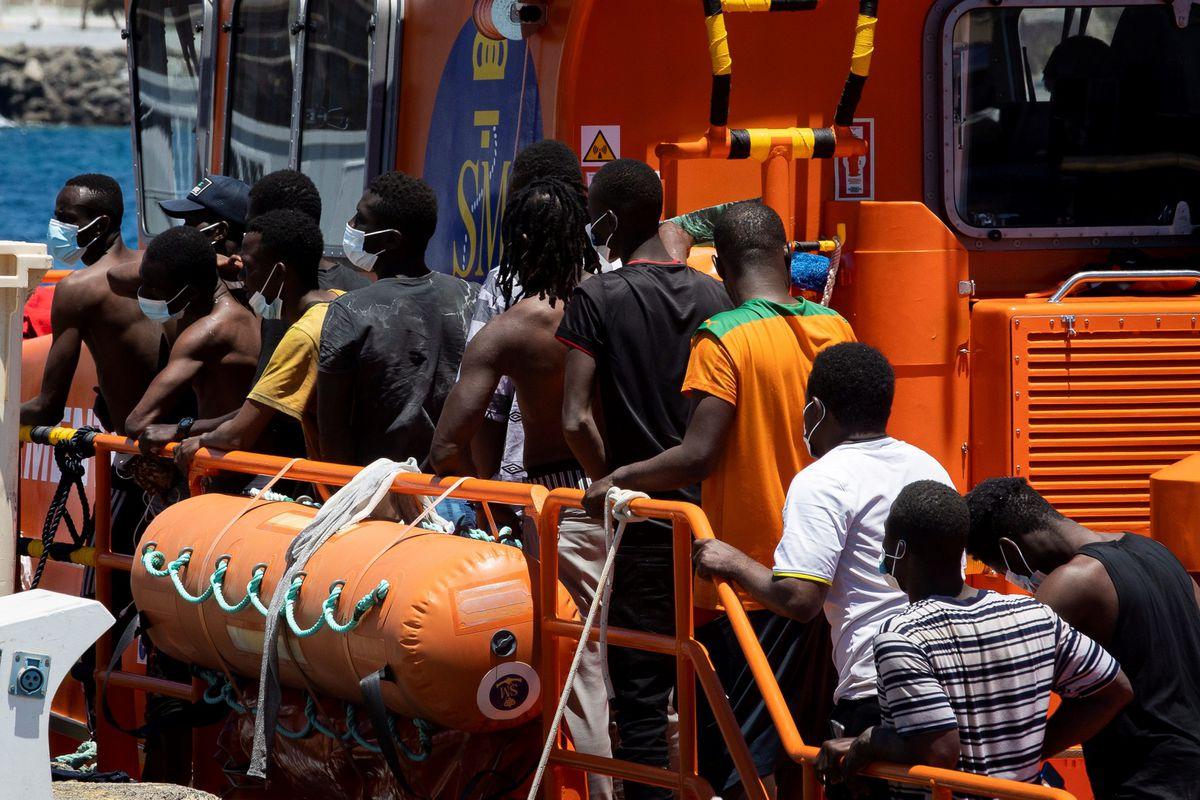 Los servicios de salvamento rescatan a 110 migrantes que se dirigen a Fuerteventura  España