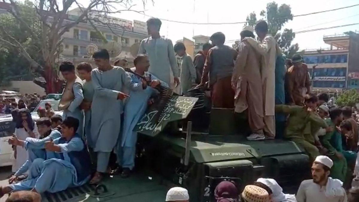 Los talibanes comienzan a entrar en Kabul después de un ataque relámpago  Internacional