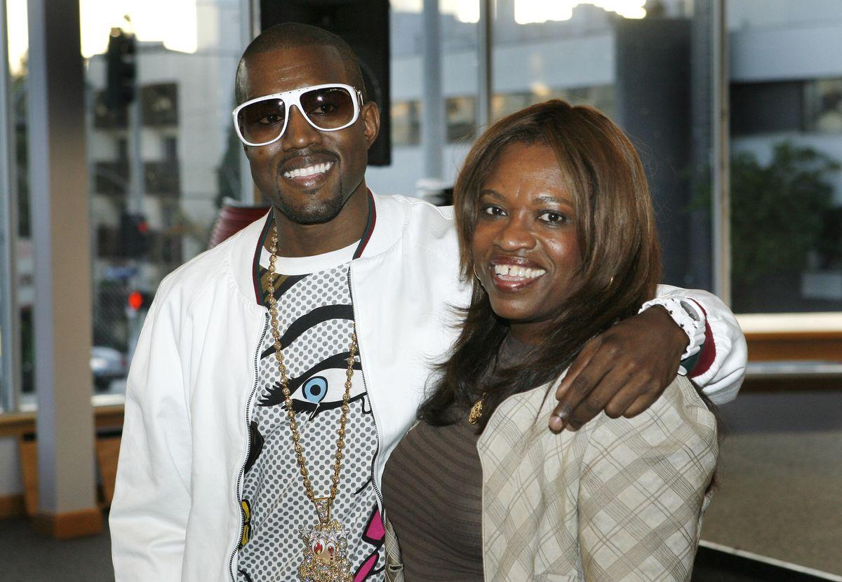 Muse que murió después de la cirugía plástica: fue Donda, la madre de Kanye West  Gente