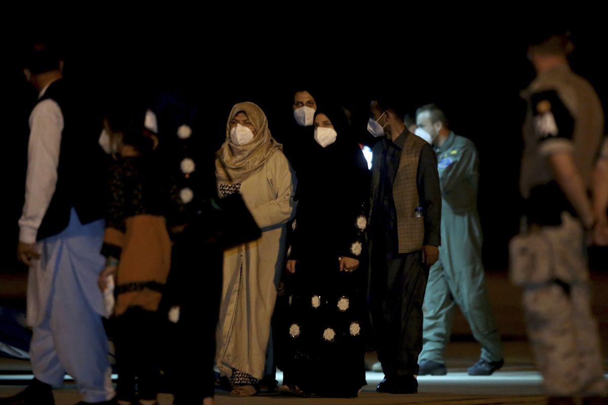 Sánchez y Biden acuerdan utilizar las bases Rota y Moron para recibir afganos    Internacional