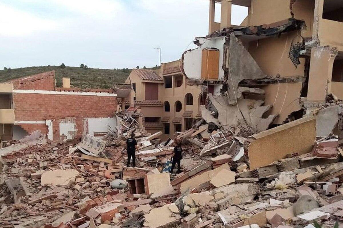 Se derrumba un bloque de pisos en Peñíscola con al menos dos personas atrapadas  Valencia