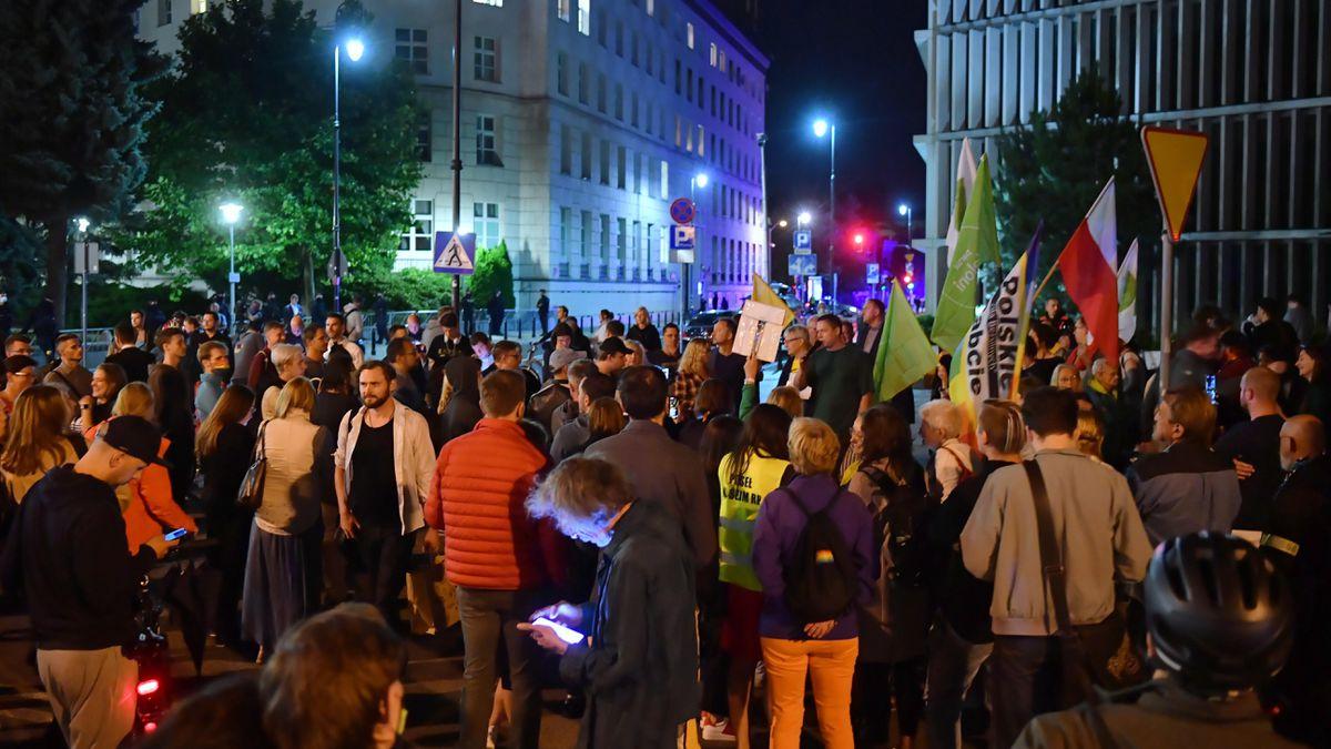 TVN privada: Polonia aprueba controvertida ley de medios  Internacional