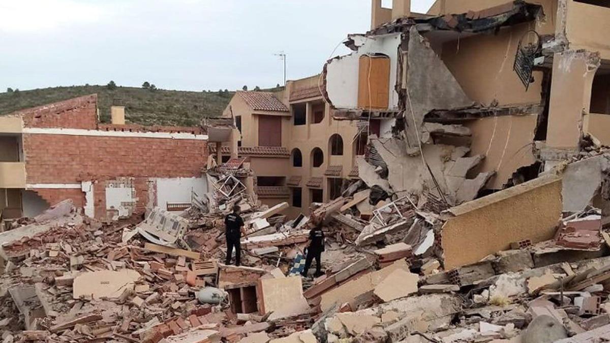 Técnicos investigan un error en la estructura de un edificio de viviendas en Peñíscola como causante del derrumbe    España