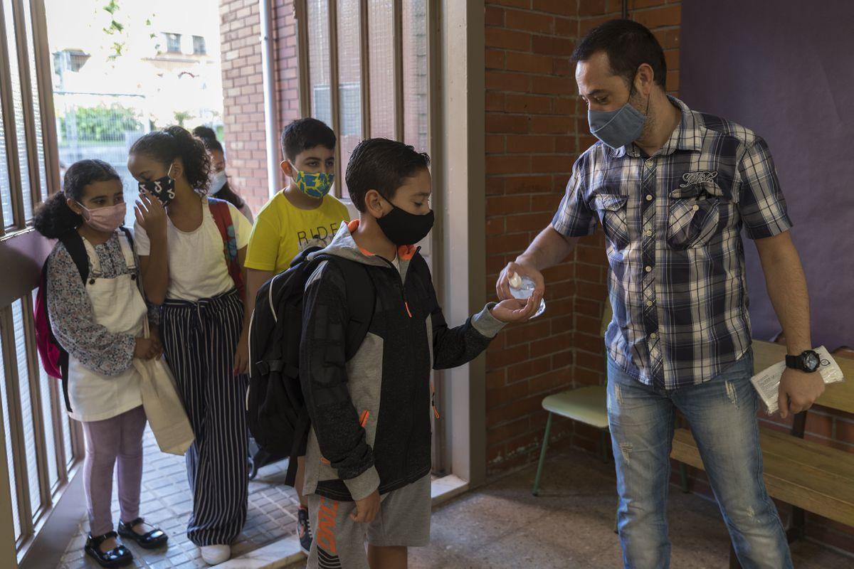 Últimas noticias sobre coronavirus y vacunación, en directo  Vuelve el año escolar con máscara, burbujas y menos separación en las aulas  Comunidad
