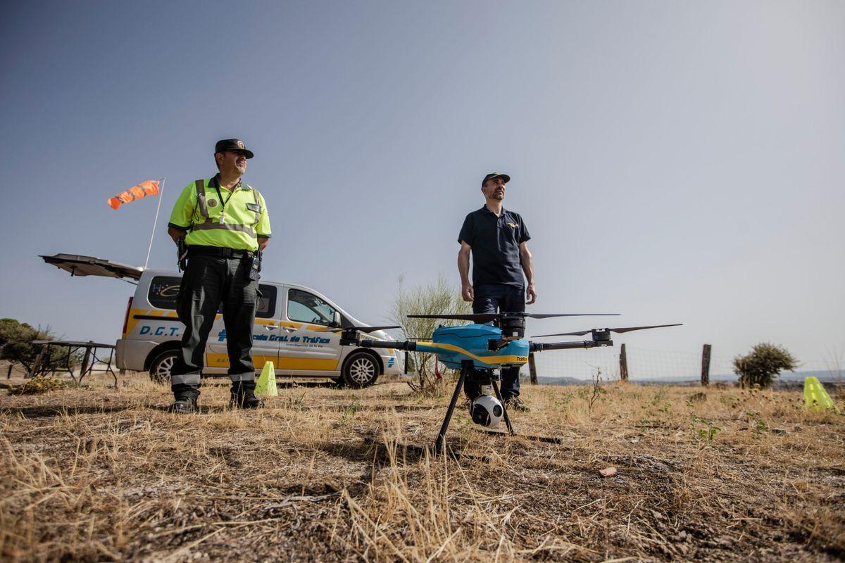 Video  Así es como la DGT utiliza el dron para la vigilancia vial este verano  España