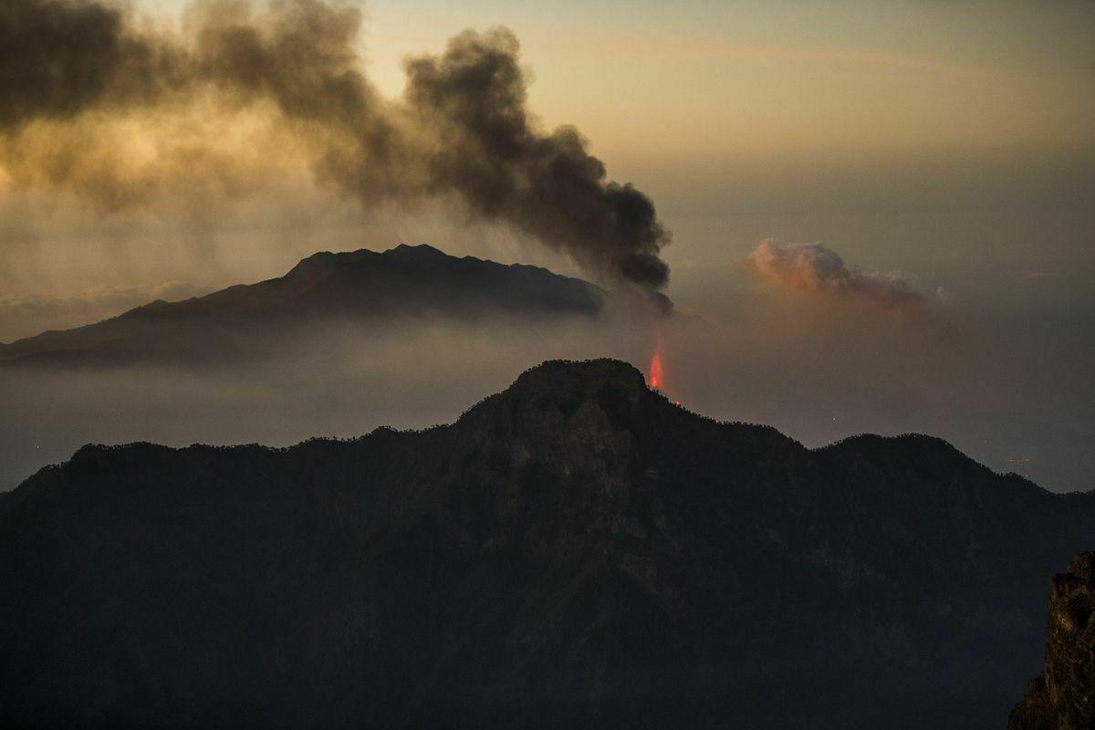 Cumbre Vieja: Últimas noticias del volcán en erupción de La Palma, en directo    El flujo de lava se activa y avanza hacia la orilla a mayor velocidad.  España