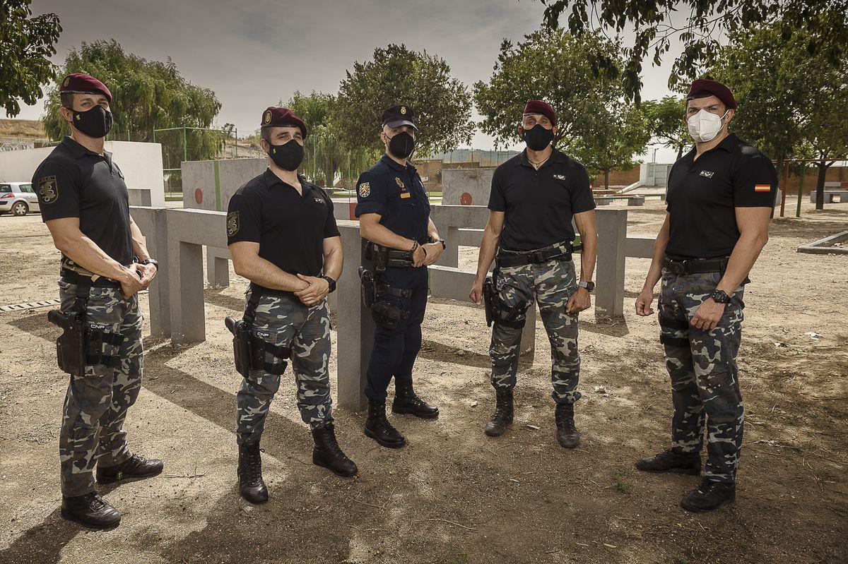 17 policías ante una misión imposible  España