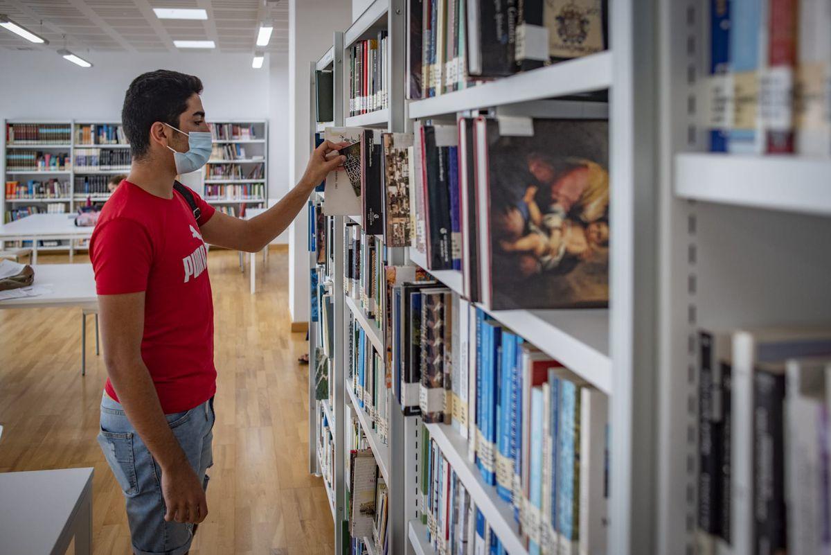 Becas MEC: El retraso crónico en el pago de las becas hace que los estudiantes exijan adelantos a particulares |  Educación