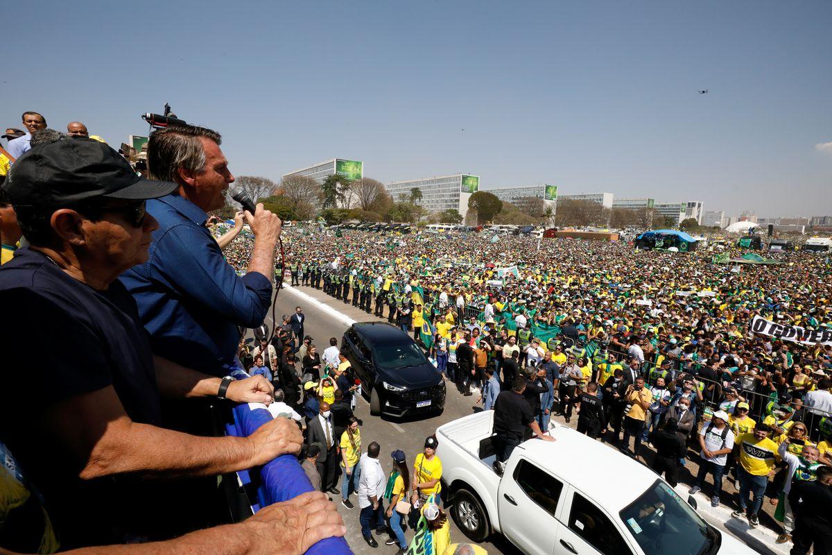 Bolsonaro amenaza con defender a la Corte Suprema de Brasil en movilización masiva  Internacional