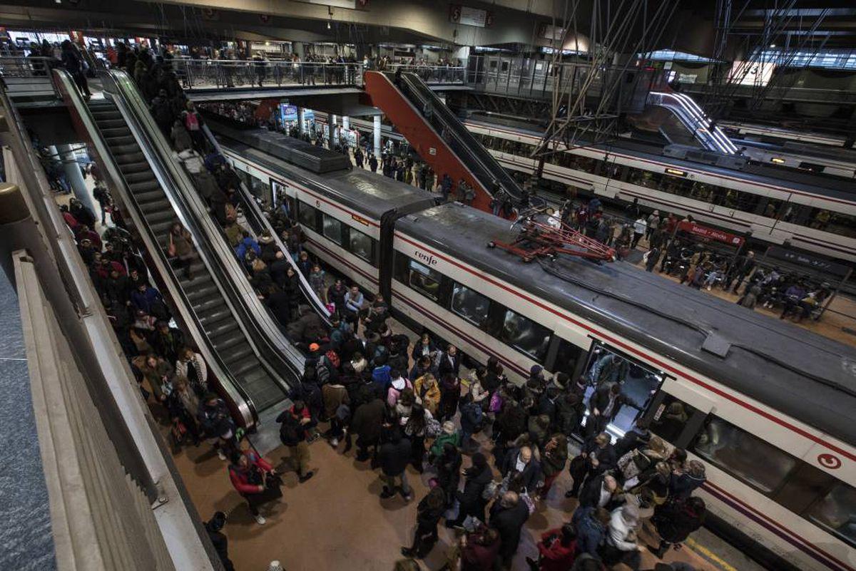 Cercanías: Este jueves arranca la huelga de choferes de Renfe con servicios mínimos entre el 50% y el 75%    Ciencias económicas