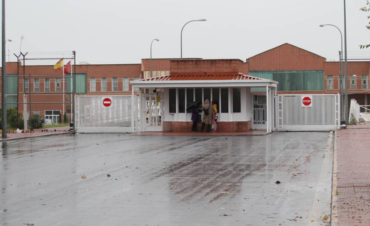 Cinco funcionarios penitenciarios de Navalcarnero detenidos por tráfico de drogas a presos |  España