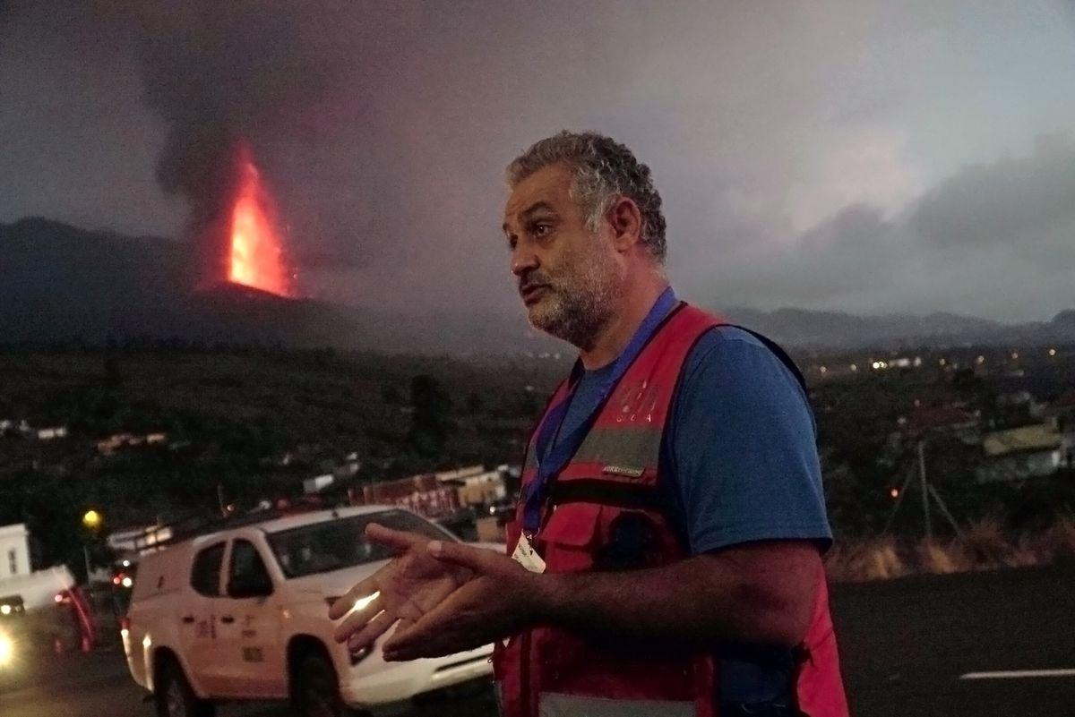"""Cumbre Vieja: Stavros, el geólogo griego que advirtió a La Palma: """"Pasé mucho tiempo tomando muestras para servir a la gente""""    Ciencias"""