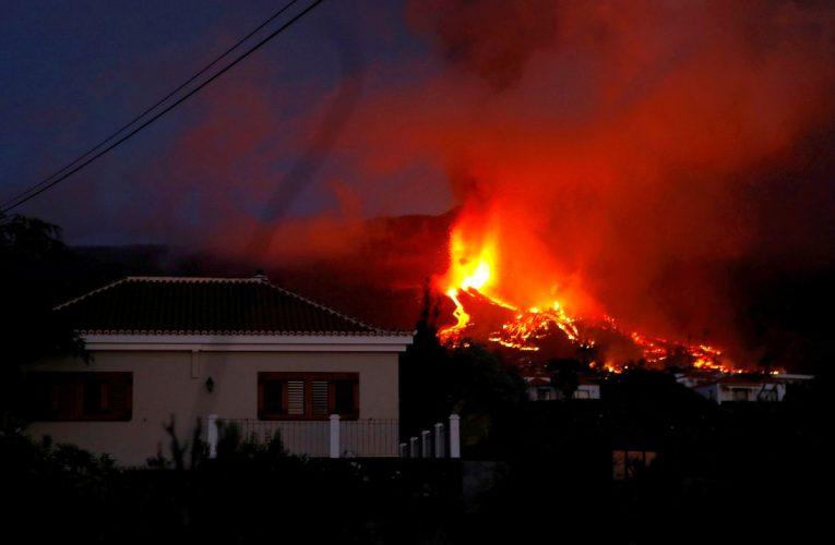 Cumbre Vieja: Últimas noticias del volcán en erupción de La Palma, en directo |  El frente de lava con una altura de varios metros afecta a unas cien viviendas  España
