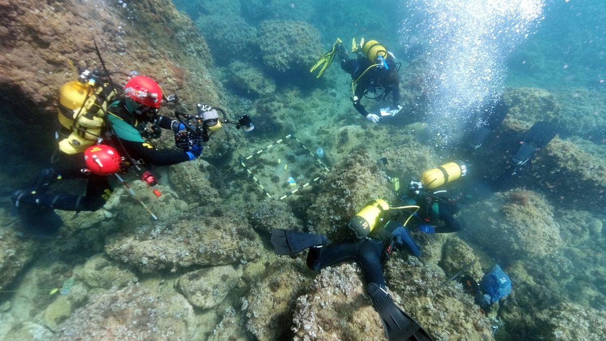 Dos fanáticos descubren un tesoro romano escondido de los bárbaros bajo el mar  Cultura