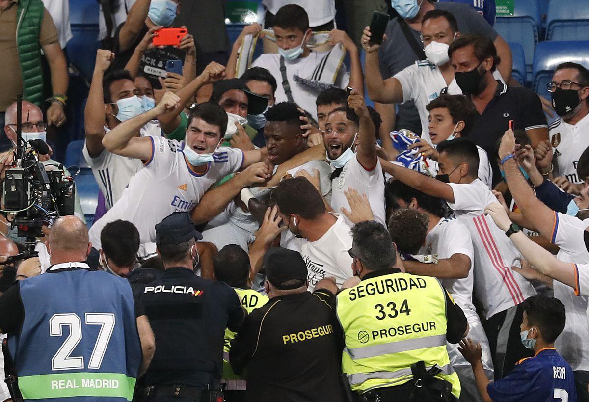 El Bernabéu abraza a Vinicius  deporte