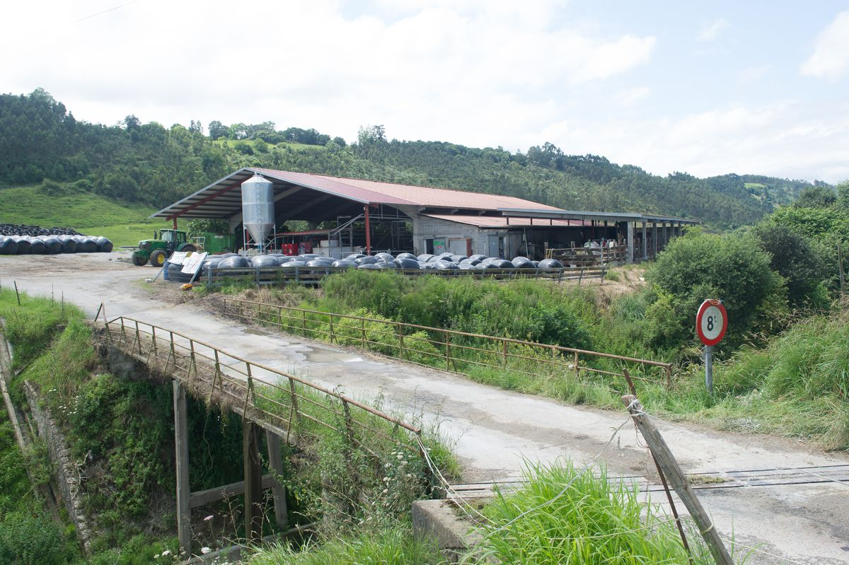 El puente de tregua entre los ganaderos Serdio y Adif  España