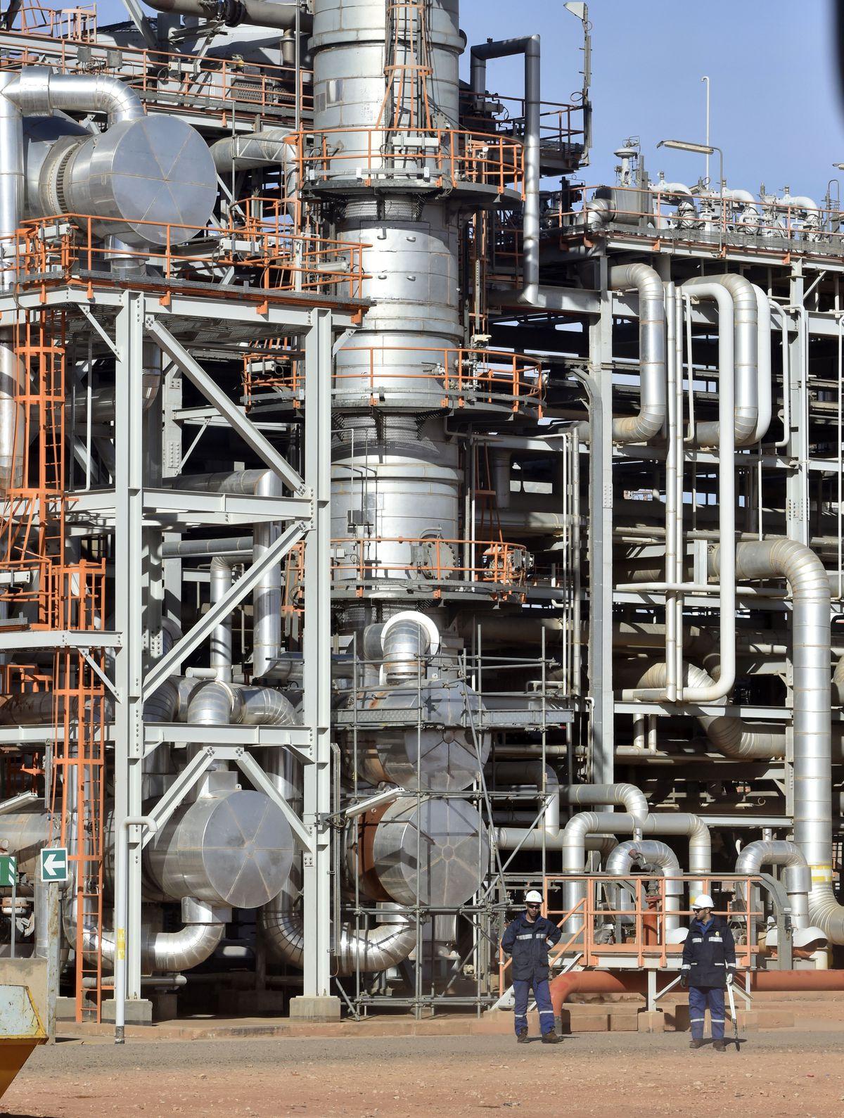El pulso entre Marruecos y Argelia: una batalla que amenaza la factura del gas de los hogares españoles    Negocio