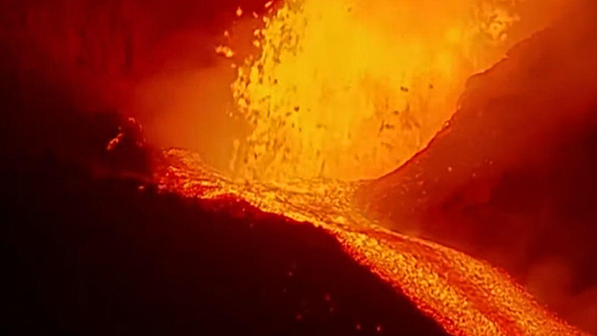 El volcán sale del letargo durante horas y la lava vuelve a entrar en erupción con fuerza  Comunidad