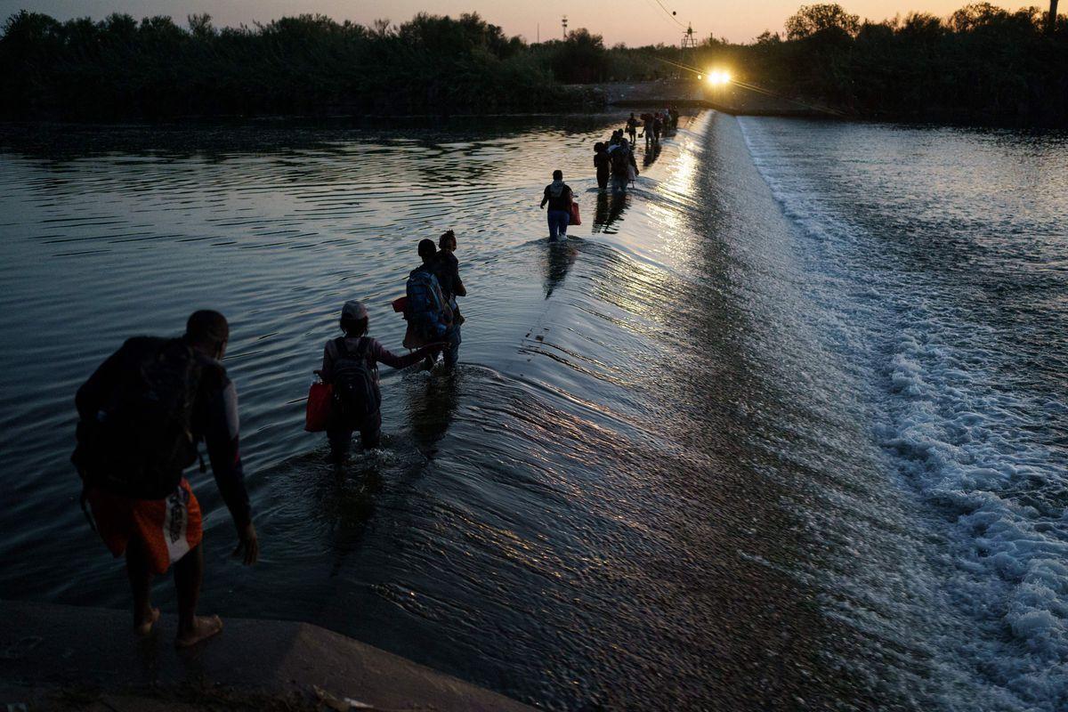 Estados Unidos planea expulsar a miles de haitianos detenidos en el sur de Texas  Internacional
