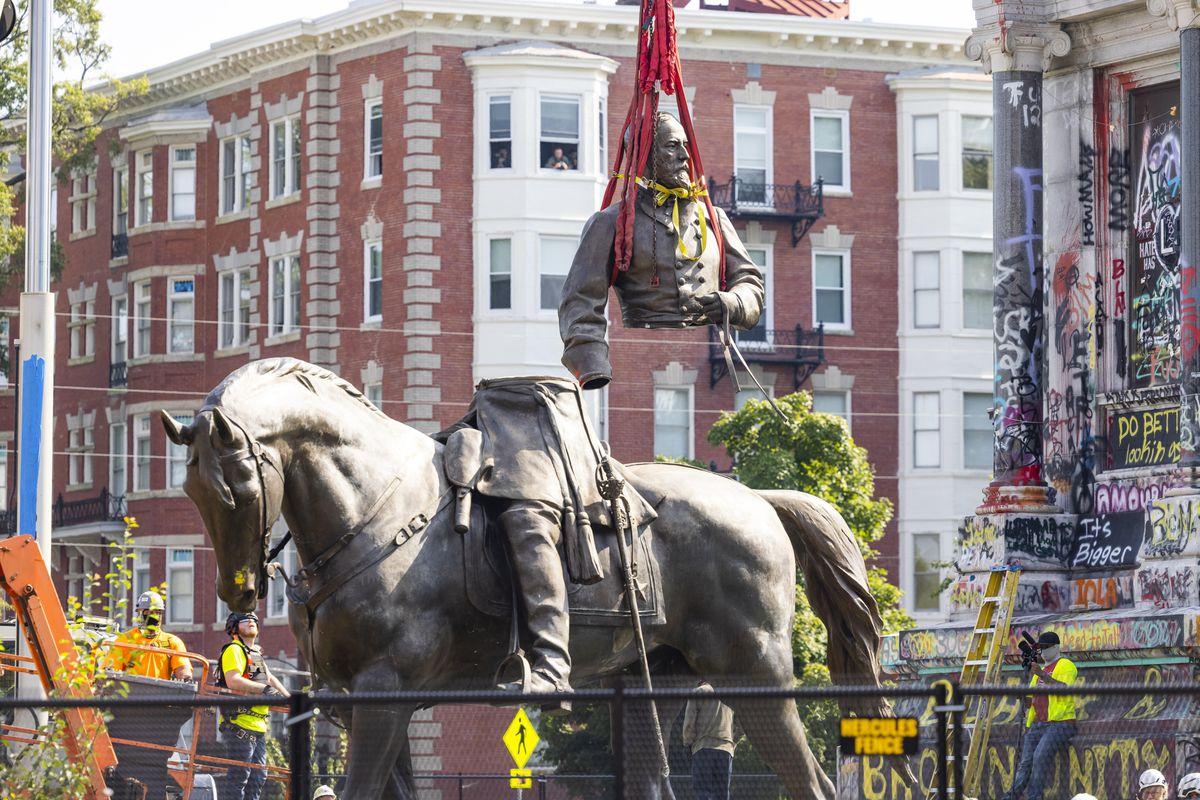 Estatua del general confederado Robert Lee retirado en Richmond después de un año de litigio |  Internacional