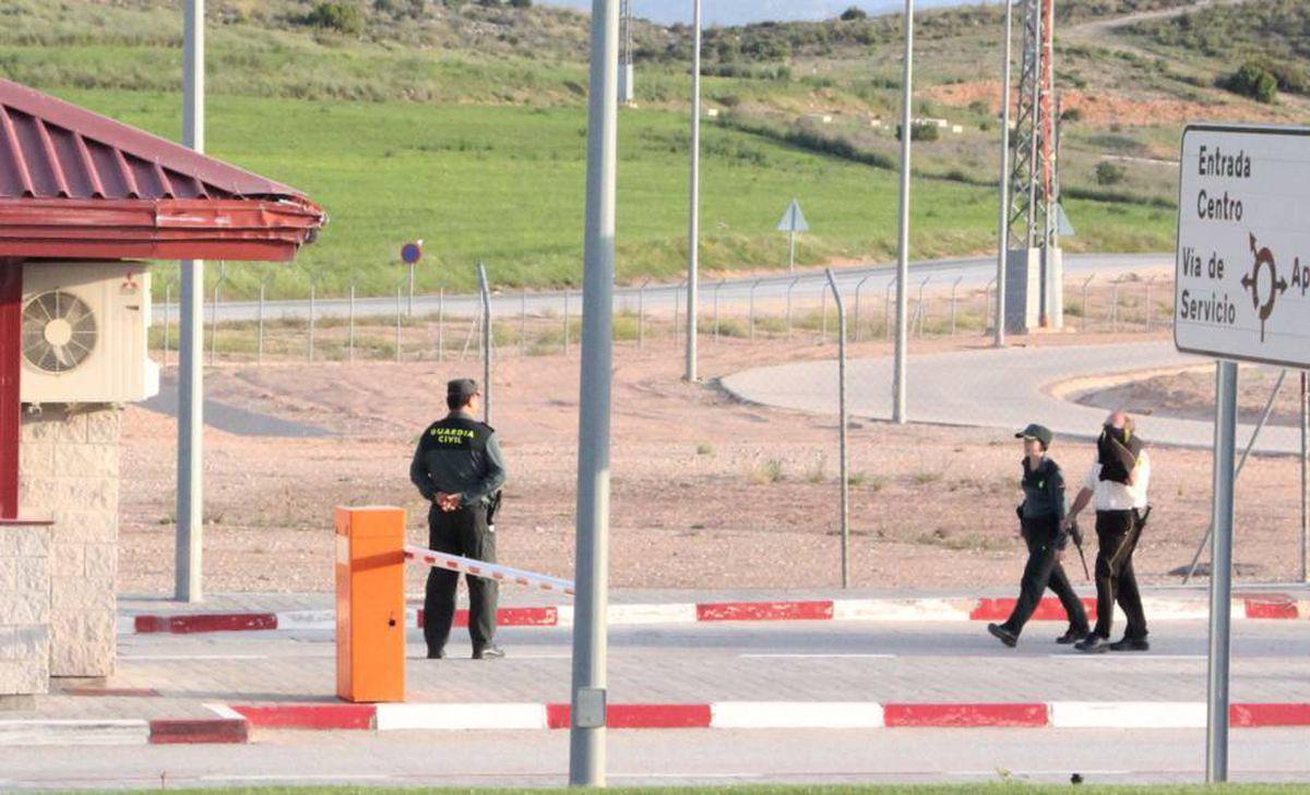 Funcionario de la prisión de Alicante agredido para encubrir la paliza a tres presos |  España