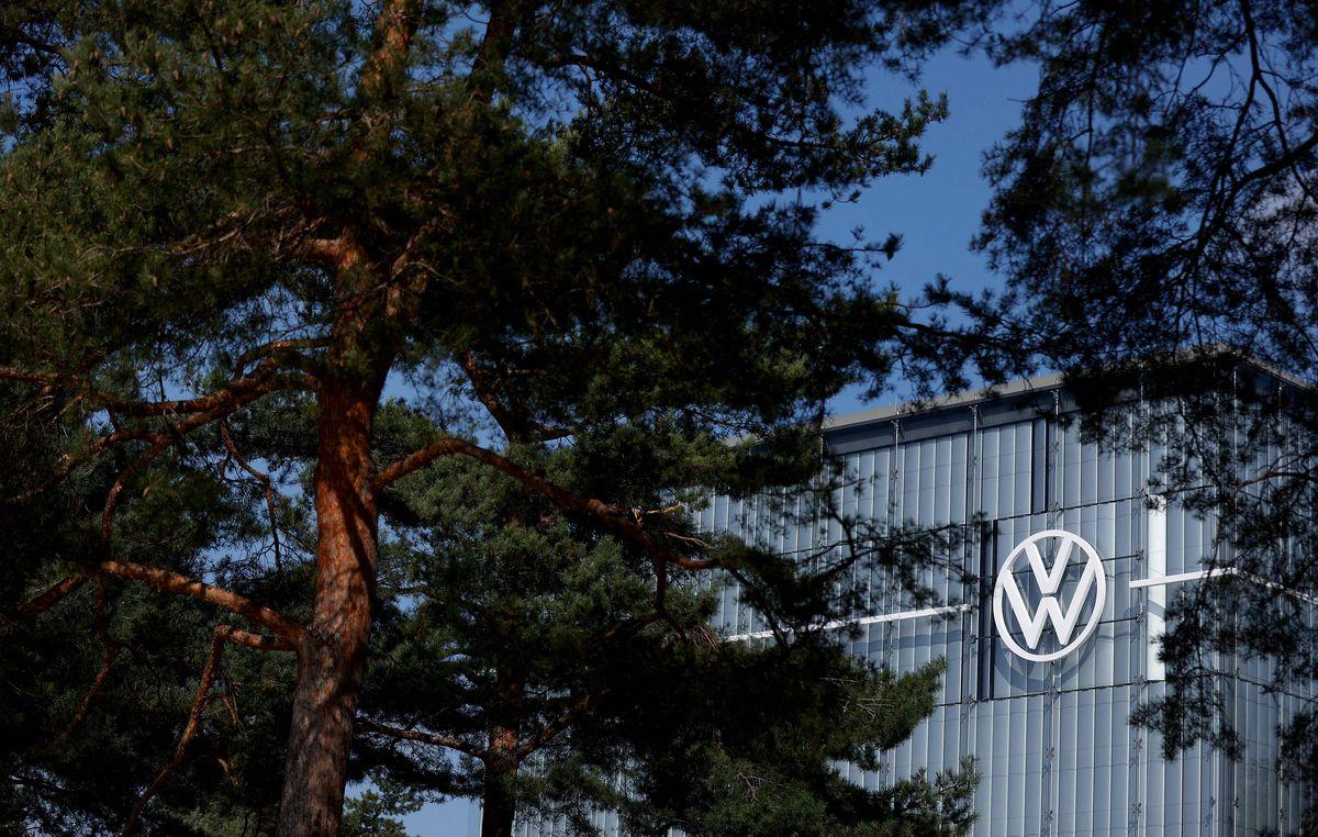 """La Comisión Europea pide a Volkswagen que compense a los consumidores europeos por la """"puerta diésel""""  Ciencias económicas"""