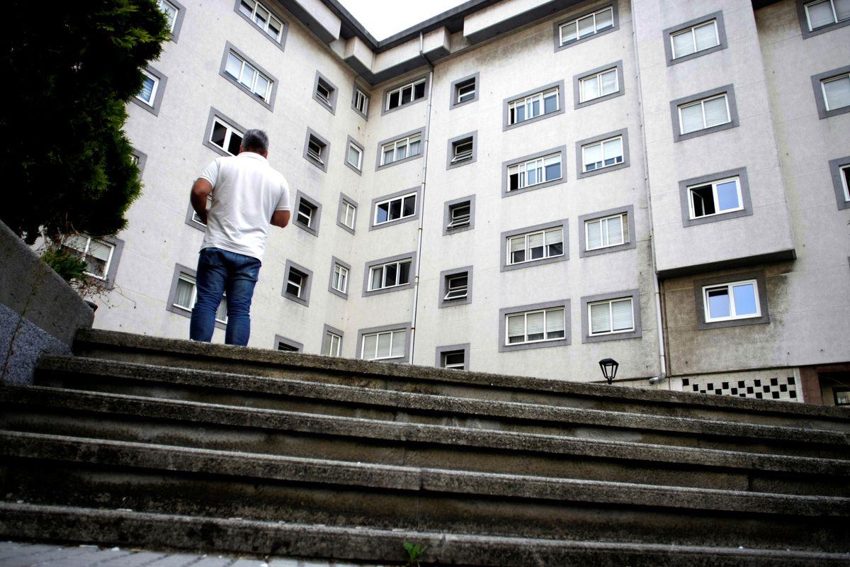 La Policía busca a la pareja de una mujer asesinada en A Coruña  Comunidad