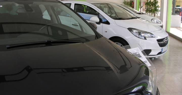 La escasez de chips ya está retrasando la entrega de coches nuevos hasta en seis meses  Compañías