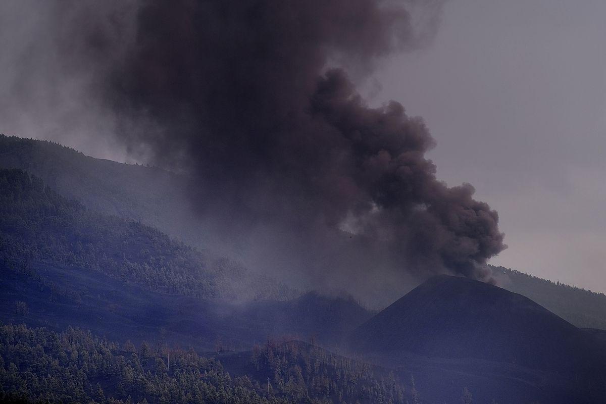La orografía de La Palma ahora frena el inestable movimiento de la lava hacia el mar  Comunidad
